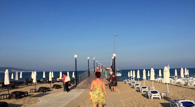 """На 1 юни най-големият ни курортен комплекс """"Слънчев бряг"""" откри сезона с 20% отворени хотели и с готова да посрещне туристи плажна ивица, съобщава БГНЕС..."""