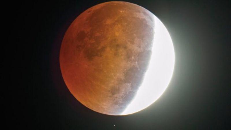 На 5 юнище наблюдаваме частично лунно затъмнение.То ще започне в 20:45 ч. българско време и ще продължи до 00:04 ч. Затъмнението ще може да бъде наблюдавано...