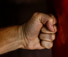 52-годишен рецидивист преби и ограби възрастна жена посред бял ден