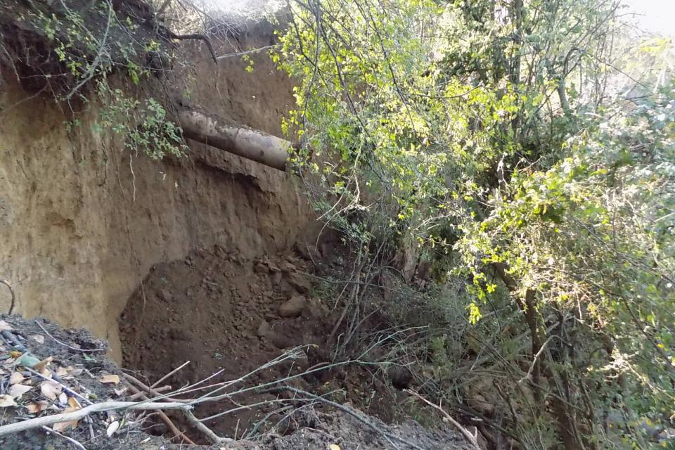 """Тласкателят на село Хаджи Димитрово е избил, екипите на """"ВиК""""-Ямбол работят по ремонта му днес.  Поради отстраняване на аварии е временно прекъснато водоснабдяването..."""