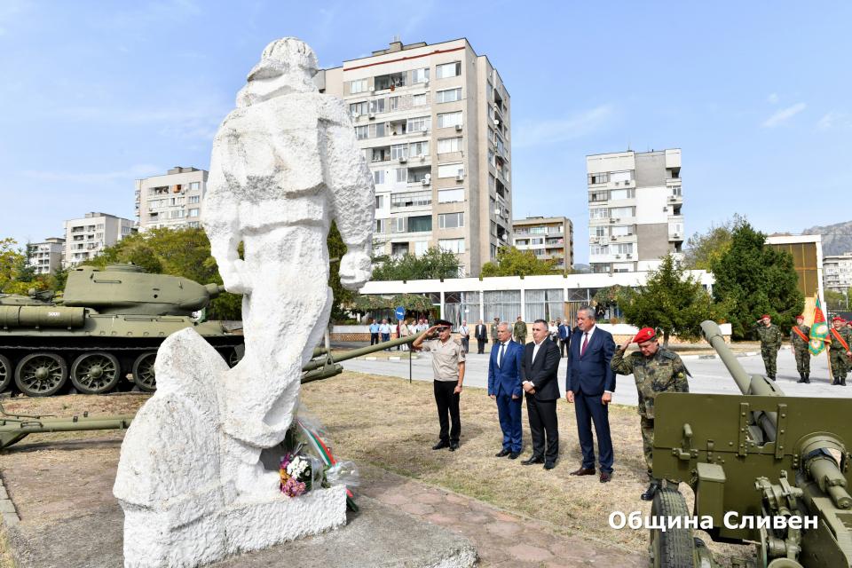 Военно формирование 22220-Сливен днес отбеляза 70 години от връчването на бойното знаме. То е зачислено на 6 октомври 1950 г. с указ на Президиума на Народното...