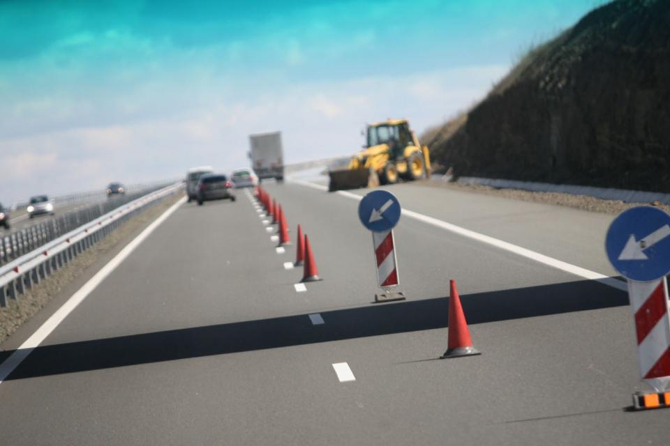 """За улеснение на трафика по АМ """"Тракия"""" на 25 май в района на ж.п. надлеза при 159-ти км ще има две ленти за София и една за Бургас. Поради ремонтно-възстановителни..."""