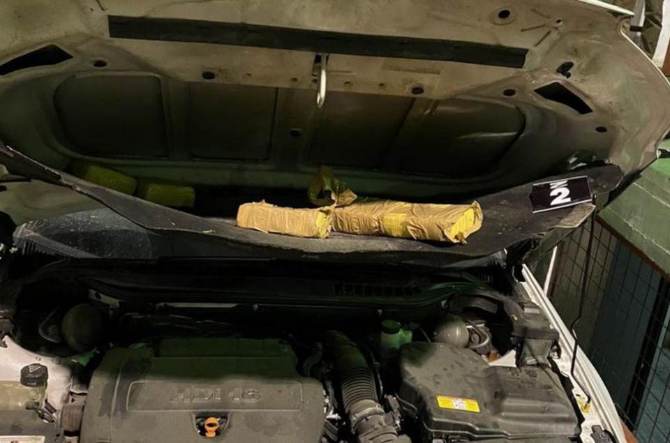 57-те пакета с хероин са били укрити в специално изградени тайници в автомобила, който е бил управляван от българина, съобщи БГНЕС. Колата е с български...