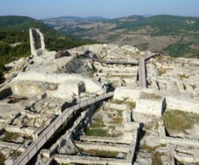 Археолози отварят три запазени ранно християнски гробници в Перпирикон