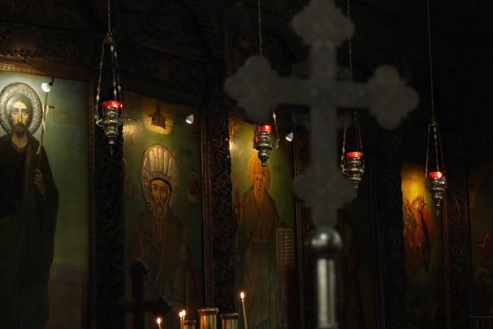 По препоръка на Оперативният щаб за борба с COVID-19 мерките във всички храмове са затегнати. За същото призова и негово високопреосвещенство Сливенския...