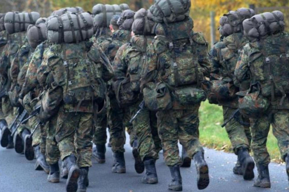 Единадесет военнослужещи от 42-ри механизиран батальон – Ямбол, който е в състава на 2-а механизирана бригада, от днес, 4 февруари, оказват помощ на населението...
