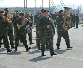 Армията търси оркестранти