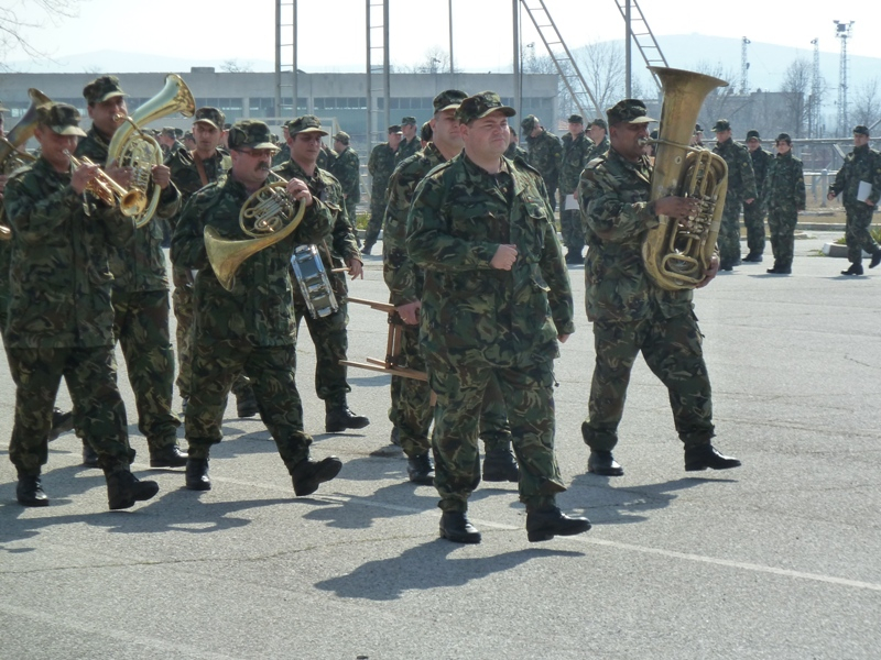 Обявен е конкурс за приемане на военна служба на 32 оркестранти, научи 999 от пресцентъра на Министерството на отбраната. Три са вакантните места във...