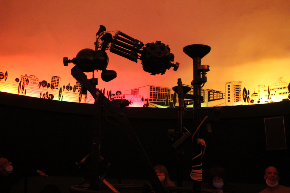 Астрономическата обсерватория с планетариум в Ямбол разкри два нови клуба за работа с ученици - по роботика и космонавтика и по астрофотография, съобщи...