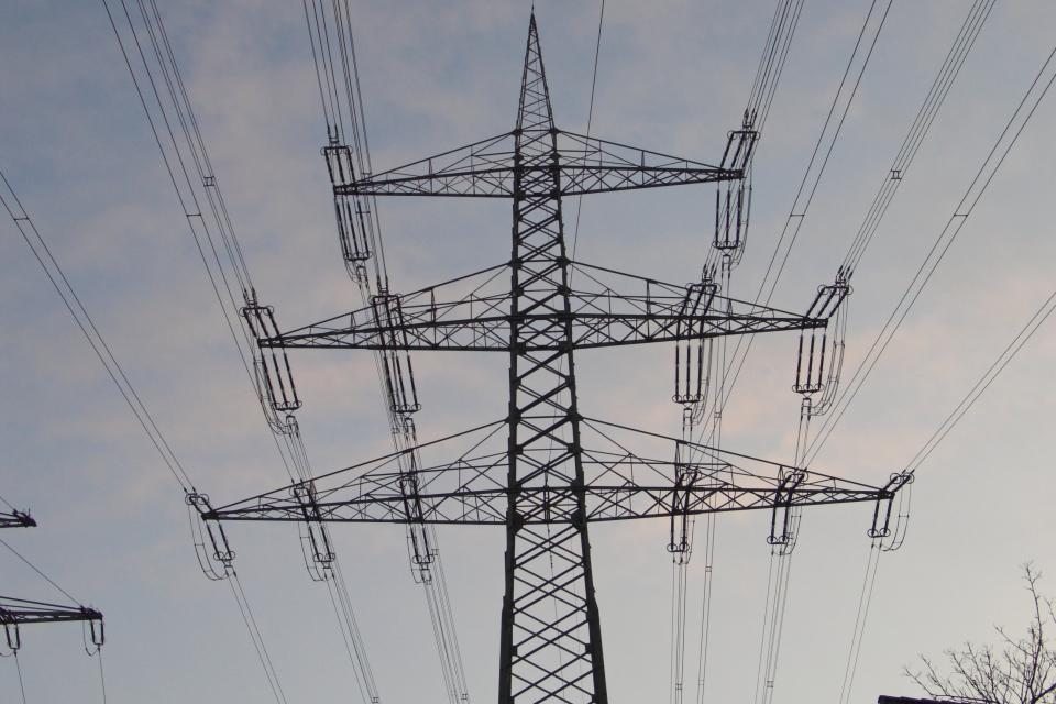 """Авария е спряла тока в квартал """"Руски"""" в град Сливен, научи 999 от електроразпределителното дружество. Техниците работят по отстраняването й, но не се..."""