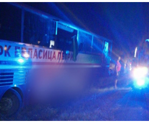 Автобус излезе от пътя на АМ 'Тракия', шофьорът е получил инфаркт