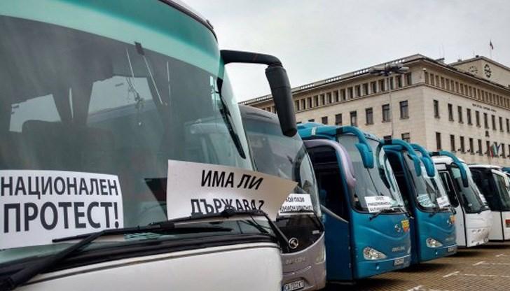 Транспортни фирми от страната се включват в протеста на Националното сдружение на автобусните превозвачи в България. Той започва на 13-ти декември и в...