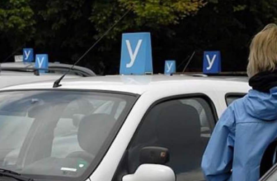 Автоинстурктори от Варна излизатна протест с искане да бъдат възстановени теоретичните и практическите обучения по кормуване и провеждане на изпитипри...