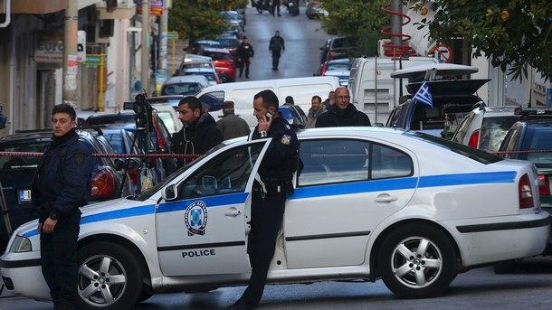 Гръцката полиция задържа автомобил с българска регистрация с 20 нелегални мигранти. Арестуван е шофьорът на българската кола с обвинение за трафик на хора,...