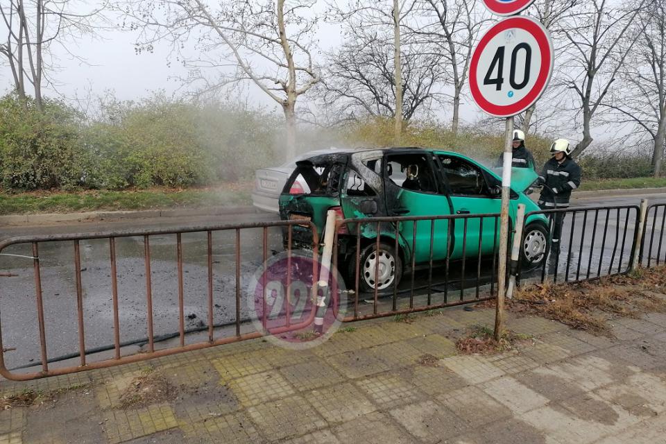 """Автомобил изгоря в ямболския квартал """"Златен рог"""". Сигналът за инцидента е подаден в ОДМВР – Ямбол в 9:00 часа na 26 февруари. На място полицаите установяват,..."""