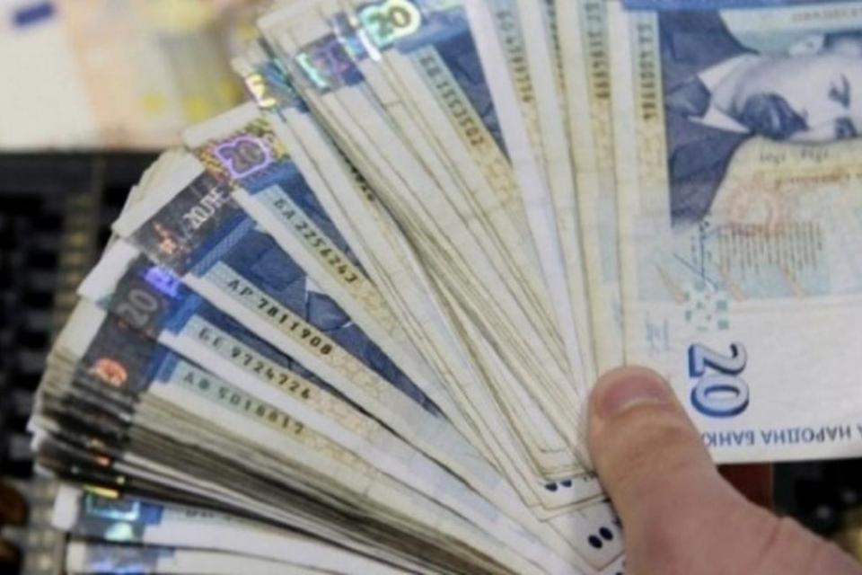 Банкова служителка е присвоила 1 млн. лева от сметки на клиенти. Служителката е задържана вчера във Варна, съобщи на брифинг окръжния прокурор Красимир...