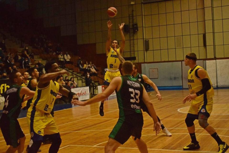 """С убедителна победа започнаха участието си в Националната баскетболна лига баскетболистите на """"Тунджа"""" – Ямбол. Те надделяха като домакини с 87:68 над..."""