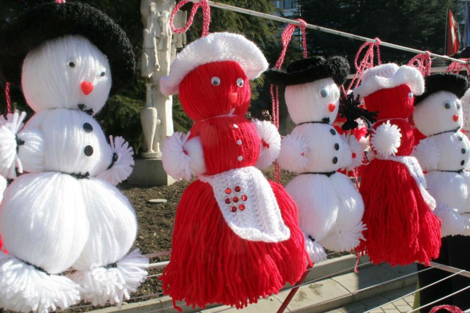 Традиционният базар за мартеници в Сливен ще се проведе от 10 февруари до 1 март. Със заповед на кмета Стефан Радев са определени и следните места за търговия...