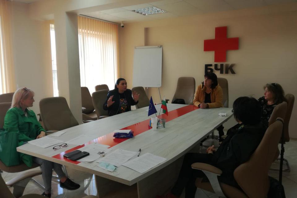 """""""Български Червен кръст – Ямбол да продължи да поддържа активни телефонните линии за подкрепа, психологическа помощ и консултиране на професионалисти в..."""