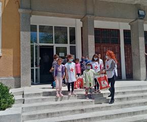 """БЧК реализираха проект """"Топъл обяд"""" за 324 деца в риск"""