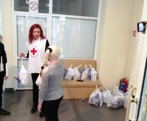 БЧК връчиха коледни пакети на деца в риск в Стралджа