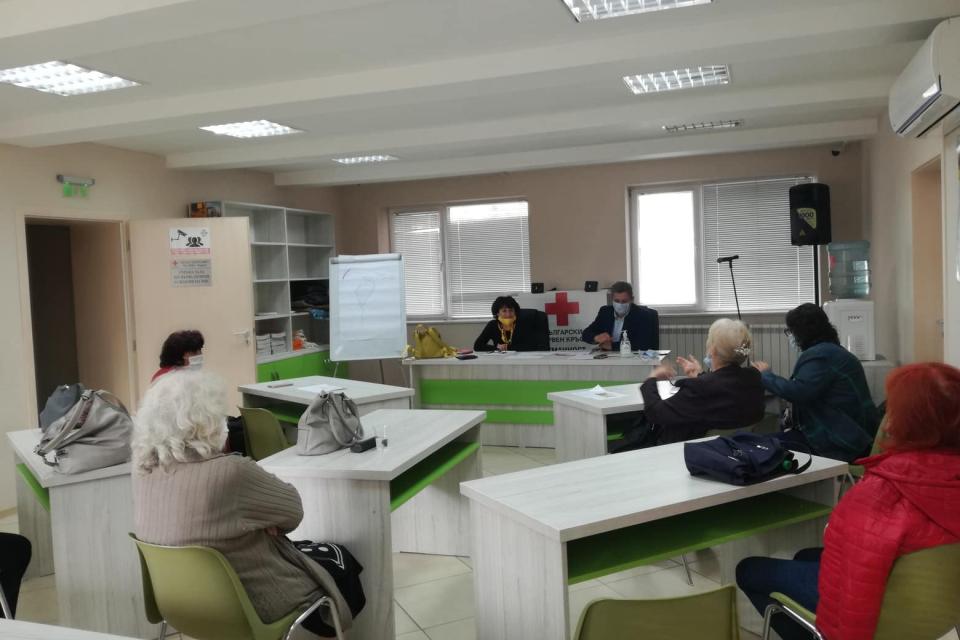 От средата на м. октомври 2020г., Ямболската червенокръстка организация провежда поредица от обучения и консултативни срещи за ключови ръководни кадри...