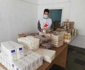 БЧК-Ямбол раздава продукти на уязвими български граждани