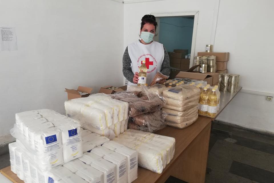 Български Червен кръст-Ямбол продължава предоставяне на храни на уязвими граждани в Област Ямбол в изпълнение на Оперативната програма за храни и/или основно...