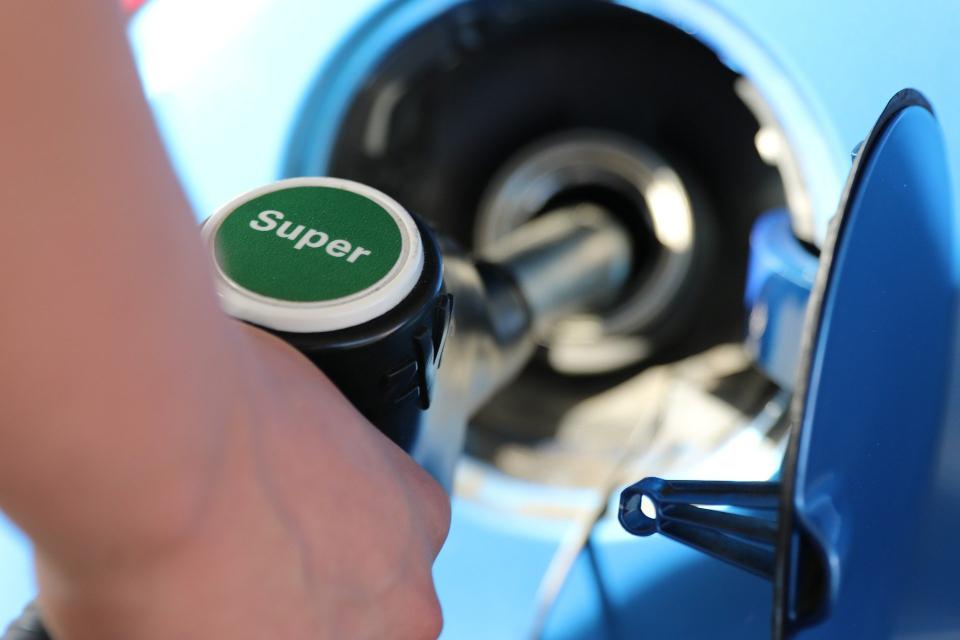 Горивата за автомобилите ще продължат да поскъпват поне до края на годината заради по-високите цени на петрола и природния газ на международните пазари....