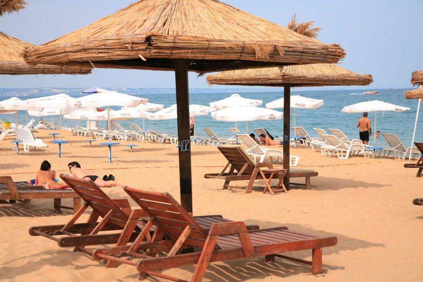 ОтБХРАпредлагатосвобождаване от концесионна такса на плажовете за срок от минимум три години срещу ангажимент за предоставяне на безплатни шезлонги...