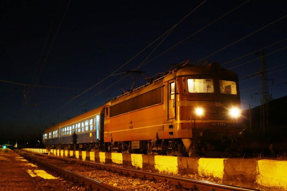 """До 27-ми август се удължават ремонтните дейности по жп тунел """"Козница"""", съобщават от БДЖ. До приключване на ремонтните дейности няма да се движат нощните..."""