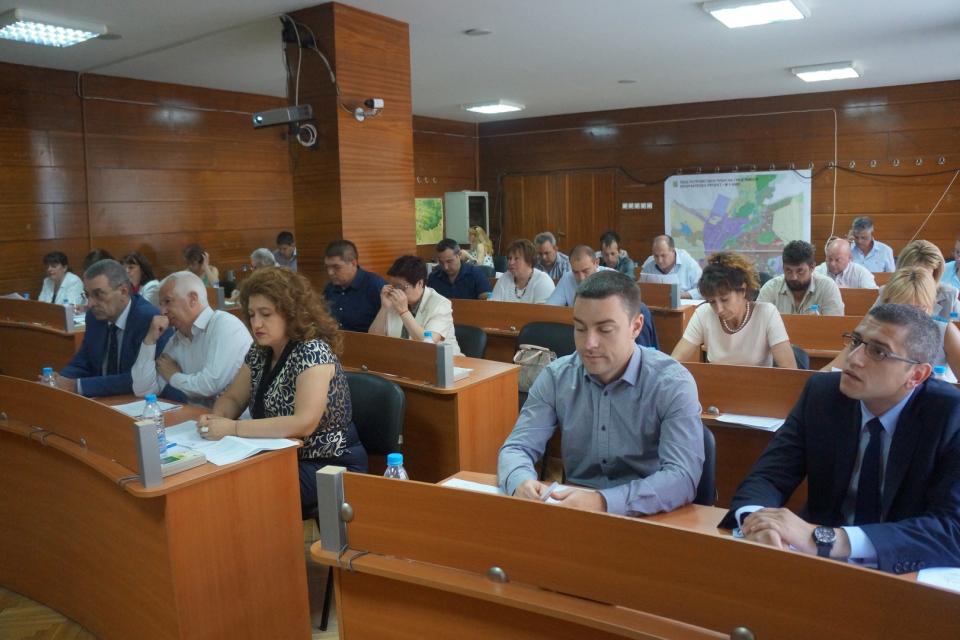 В почивния за всички 6 септември Общинска избирателна комисия Тунджа утвърди и броят...
