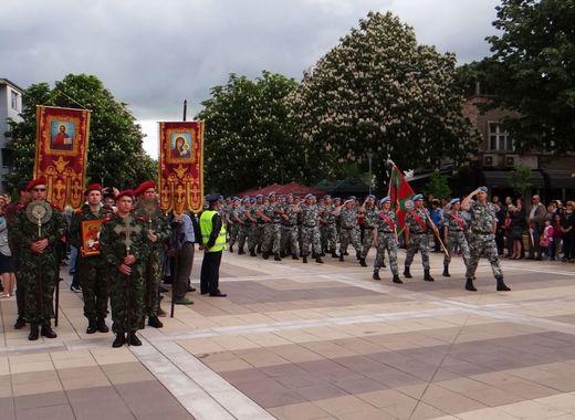 Тази година няма да има военен парад за 6 май, така, както се провеждаше през минали години. Това съобщи на брифинга тази сутрин ръководителят на Националния...