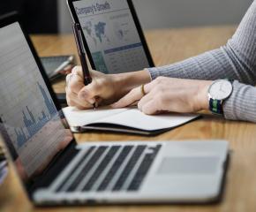 Безплатна многоезична онлайн платформа за бизнес консултанти