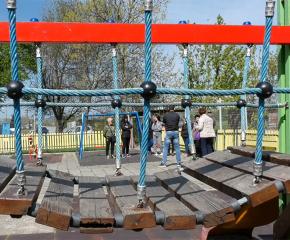 Безпрецедентно: Родители искат премахване на детска площадка заради системен тормоз (ВИДЕО)