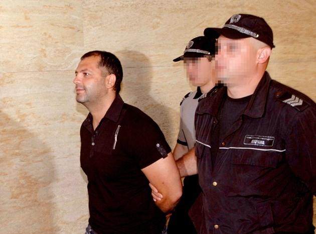 """Известният бос на сливенските """"Седмици"""" Атанас Мъндев се изправя отново днес пред Специализирания съд с обвинение за ръководене на организирана престъпна..."""