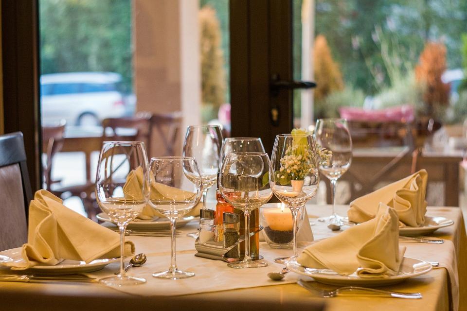 Редица бизнес организации се обявиха против намаляването на ДДС ставката от 20 на 9 на сто за ресторантьорския бранш и книгоиздаването. От Българската...