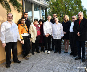 "Благотворителен коледен базар се проведе в ""Социално кафе""- Сливен"