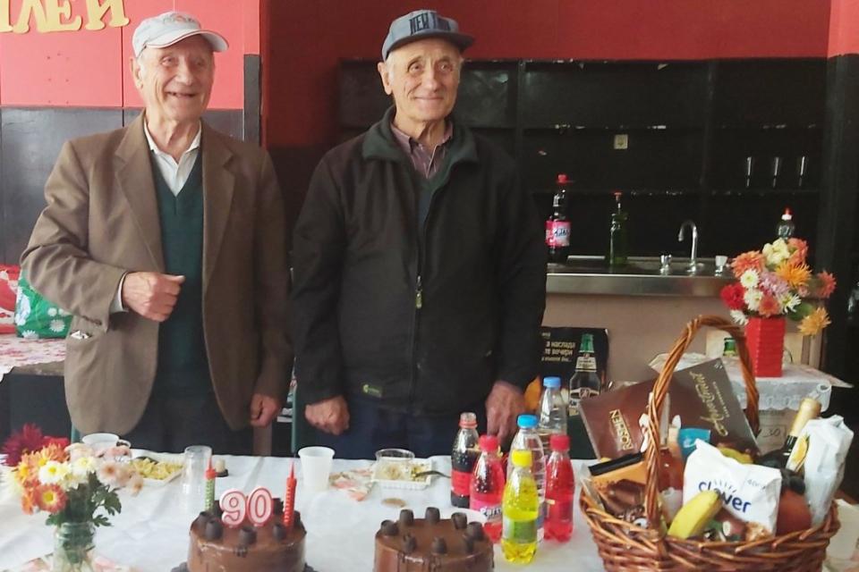 """Деветдесетгодишният рожден ден на братята-близнаци Кольо и Петър Колеви, бе повод за вълнуващо тържество в с. Генерал Тошево, община """"Тунджа"""". Братята..."""