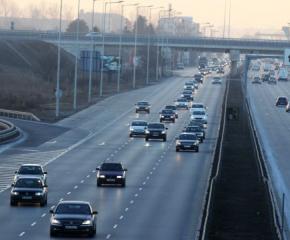 Близо 300 000 коли на път за празниците