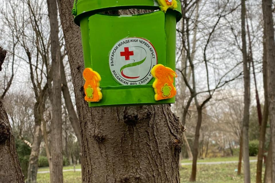 Доброволците на БМЧК – Ямбол изработиха хранилки за птици по случай Световен ден на врабчето. Отбелязването на този ден цели да привлече вниманието на...