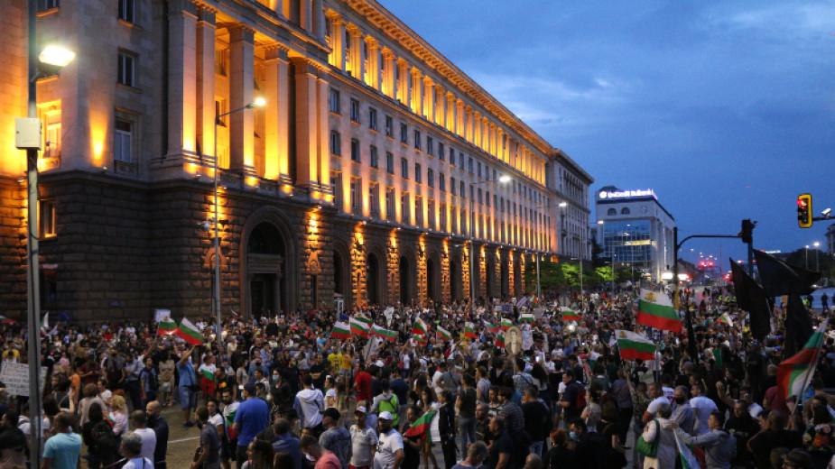 Без инциденти приключидеветият антиправителствен протест. Спокойно преминаха демонстрациите с искане за оставката на правителството и на главния прокурор....