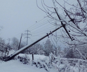 БНР: Десетки села остават без ток трети ден