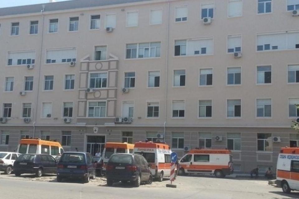 Болницата в Сливен преустановява приема на пациенти с COVID-19. Причината е липса на персонал в инфекциозното отделение. Пациентите ще бъдат пренасочвани...