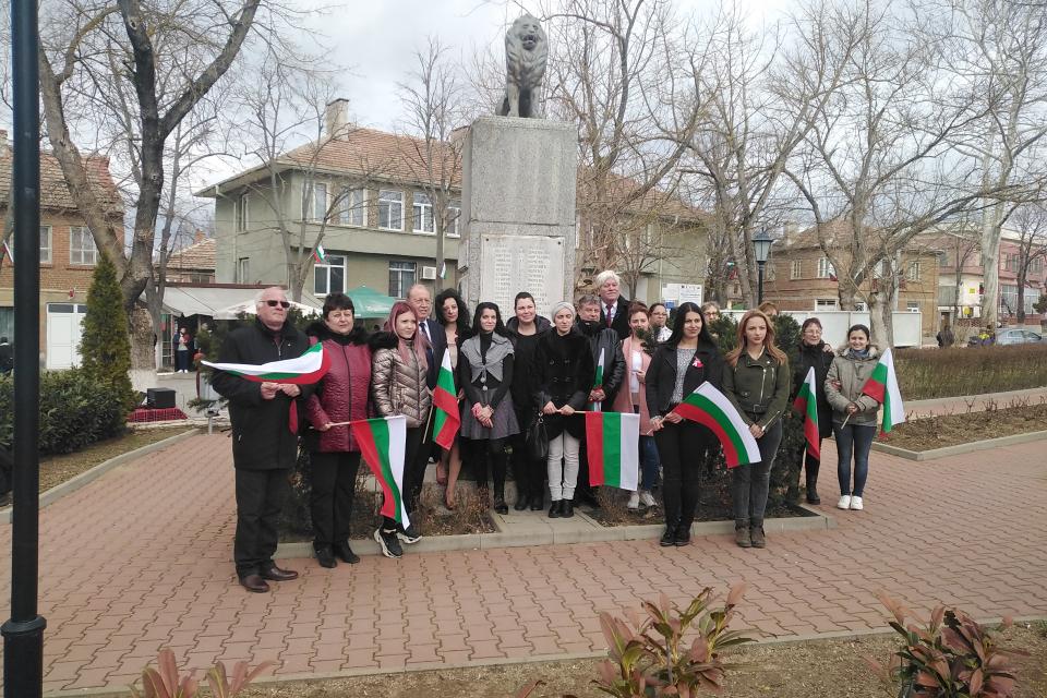 И в Болярово отбелязаха с тържествен ритуал 143-тата годишнина от Освобождението на България. Пламенен рецитал представиха учениците от Средно училище...