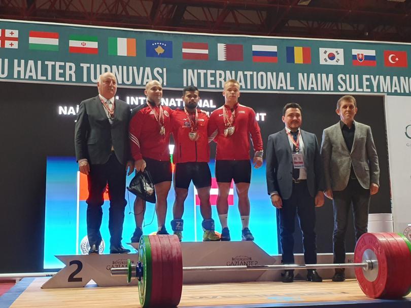 Нов златен медал в двубоя спечелиха българските щанги на продължаващия в турския град Газиантеп голям международен турнир в памет на легендарния Наим Сюлейманоглу....