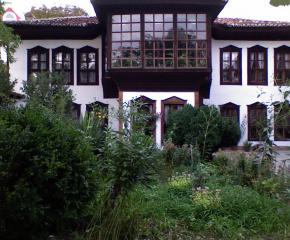 Божигробски престилки рисуват в Сливен