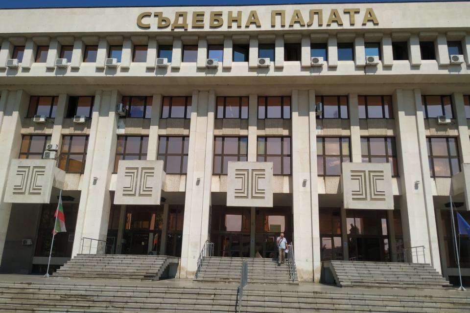 """Много остро писмо до министър-председателя написаха членовете на Адвокатския съвет в Бургас. То е по повод негово изказване за схемата """"60/40"""" по време..."""