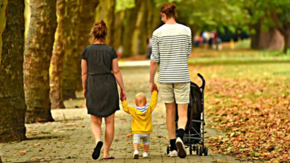 Близо 560 заявления за еднократна помощ на семейства с деца до 14 години са подадени в Бургаска област. Мяркатае насочена към безработни родители или...
