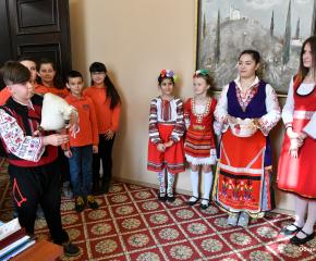 Бъдещи акушерки с пожелания в община Сливен да се раждат повече деца